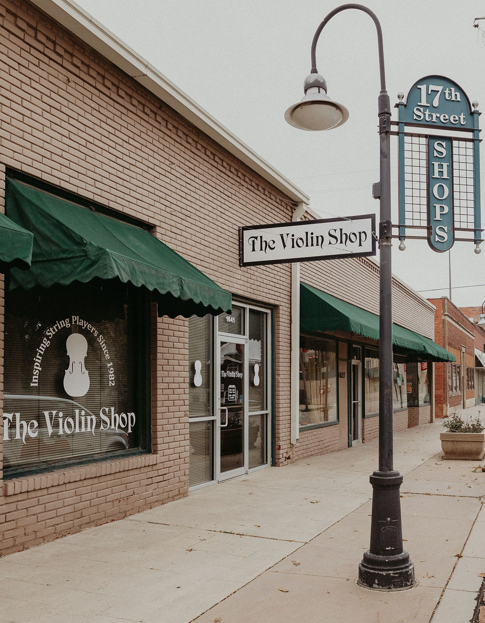 Lincoln Violin Shop Store Front Photo